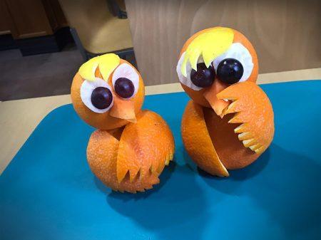 Talla una naranja como un pollito